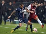Metz' French midfielder Kevin Lejeune (R) vies with Paris Saint-Germain's Dutch defender Gregory Van der Wiel, during the French L1 football match on November 21, 2014