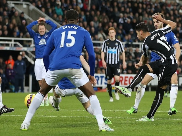 Newcastle United's Spanish striker Ayoze Perez (R) shoots to score their second goal during the English Premier League football match against Everton on December 28, 2014