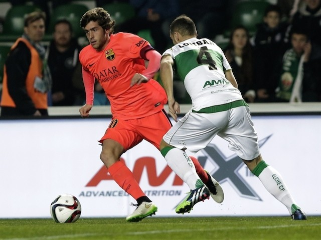 Barcelona's midfielder Sergi Roberto (L) vies with Elche's defender Lomban during the Spanish Copa del Rey (King's Cup) round of 16 second leg football match on January 15, 2015
