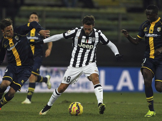 Claudio Marchisio of Juventus FC competes for the ball with Daniele Galloppa and McDonald Mariga of Parma FC during the TIM Cup match between Parma FC and Juventus FC at Stadio Ennio Tardini on January 28, 2015