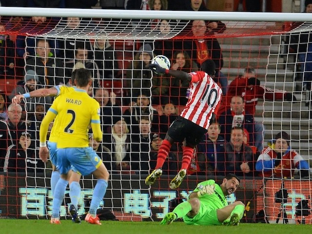 Southampton's Senegalese midfielder Sadio Mane (2nd L) scores the opening goal of the English Premier League football match against Crystal Palace on March 3, 2015