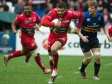 Toulon's winger Bryan Habana (C) runs to score a try during the European Champions Cup rugby union semi final match between Toulon and Leinster on April 19, 2015