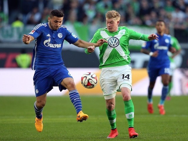 Schalke's defender Sead Kolasinac (L) vies with Wolfsburg's Belgian midfielder Kevin De Bruyne during the German first division Bundesliga football match VfL Wolfsburg vs FC Schalke 04 in Wolfsburg, central Germany, on April 19, 2015