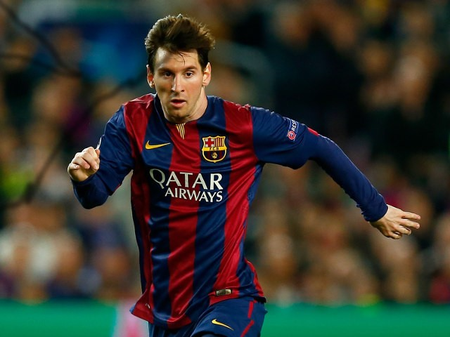 Lionel Messi runs with the ball during Barcelona's Champions League quarter-final clash with Paris Saint-Germain