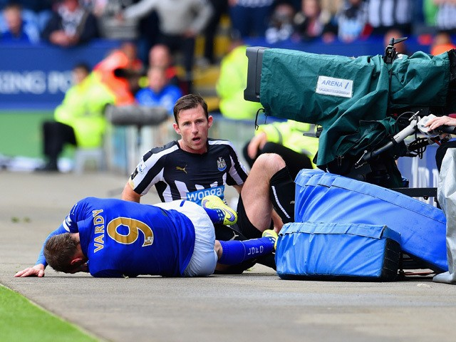 Mike Williamson of Newcastle United fouls Jamie Vardy of Leicester City leading to his red card during the Barclays Premier League match between Leicester City and Newcastle United at The King Power Stadium on May 2, 2015