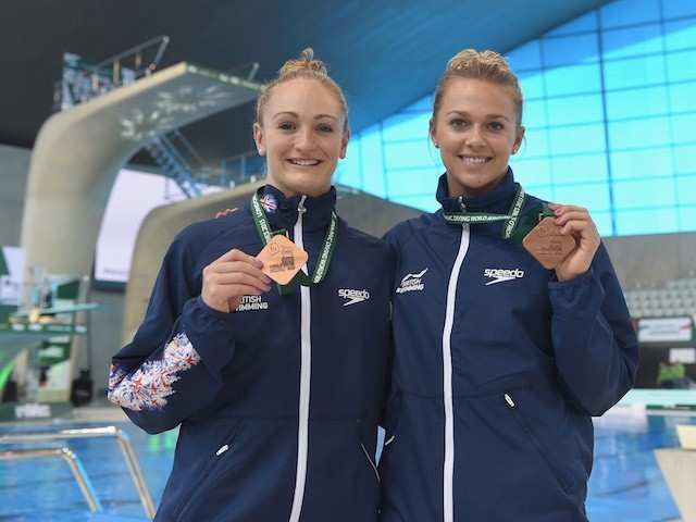 Tonia Couch and Sarah Barrow pose with their bronze medals at the London meet of the World Diving Series on May 1, 2015