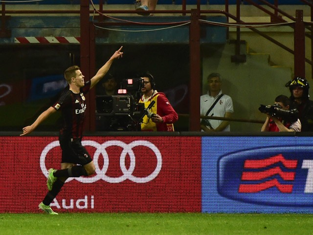 AC Milan's Dutch midfielder Marco Van Ginkel celebrates after scoring during the Serie A football match between AC Milan and AS Roma at San Siro Stadium in Milan on May 9, 2015