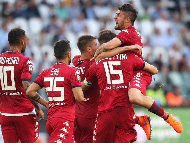 Cagliari's defender Luca Rossettini celebrates with teammates after scoring a goal during the Italian Serie A football match Juventus vs Cagliari on May 9, 2015