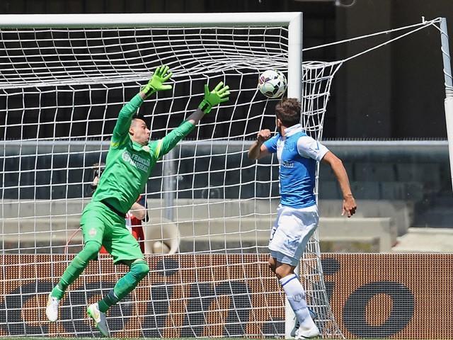 Alberto Paloschi # 43 of AC Chievo Verona scores the opening goal during the Serie A match between AC Chievo Verona and Hellas Verona FC at Stadio Marc'Antonio Bentegodi on May 10, 2015