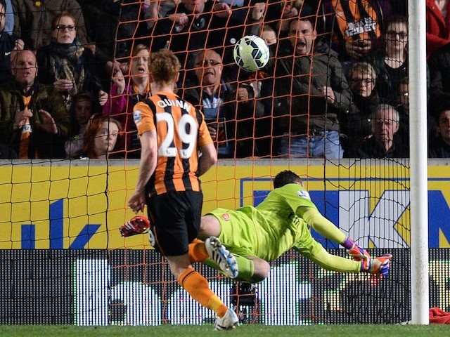 Hull City's Irish midfielder Stephen Quinn (L) scores during the English Premier League football match between Hull City and Arsenal at the KC Stadium in Hull, north-east England, on May 4, 2015