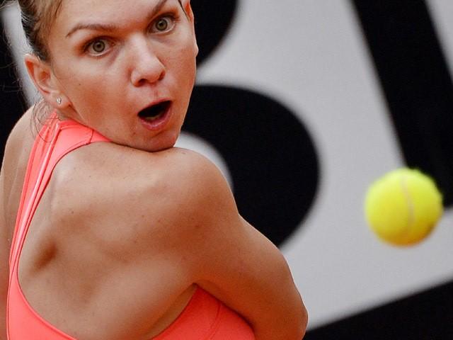Simona Halep of Romania returns to her compatriot Alexandra Dulgheru during their WTA Tennis Open tournament ;qtch at the Foro Italico on May 15, 2015