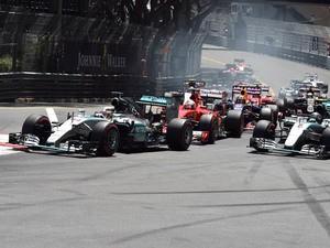 Mercedes AMG Petronas F1 Team's British driver Lewis Hamilton (L) leads, followed by Mercedes AMG Petronas F1 Team's German driver Nico Rosberg (R) and Scuderia Ferrari's German driver Sebastian Vettel (C), as drivers take the start of the race at the Mon