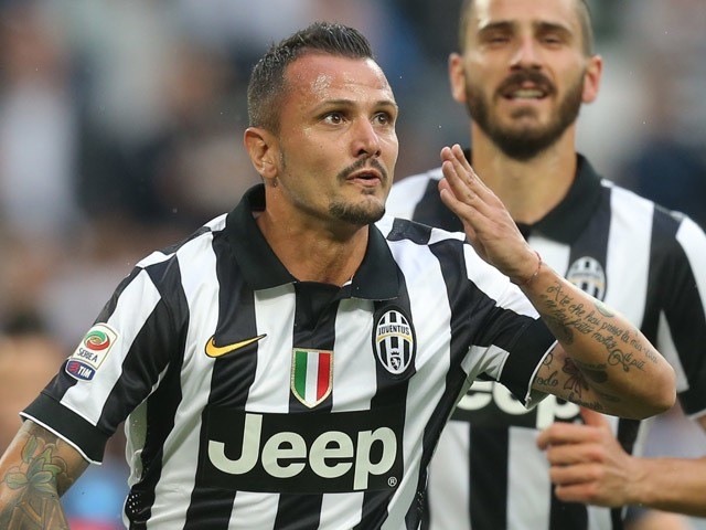 Juventus' midfielder Simone Pepe celebrates after scoring a penalty during the Italian Serie A football match Juventus vs Napoli on May 23, 2015