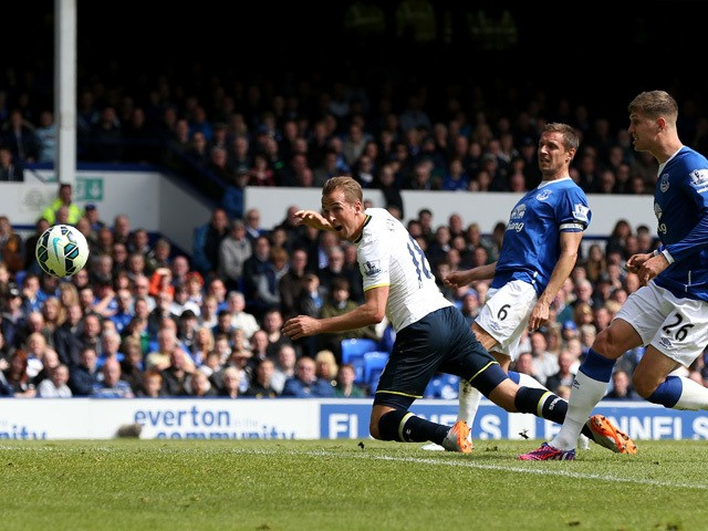 Harry Kane of Spurs scores his team's first goal during the Barclays Premier League match between Everton and Tottenham Hotspur at Goodison Park on May 24, 2015