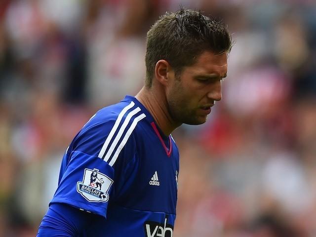 Southampton keeper Maarten Stekelenburg looks dejected after letting in three against Everton on August 15, 2015