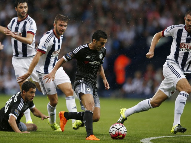 Chelsea's Spanish midfielder Pedro (C) runs with the ball in the build up to scoring the opening goal of the English Premier League football match between West Bromwich Albion and Chelsea at The Hawthorns in West Bromwich, central England on August 23, 20