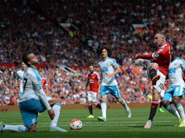 Manchester United's English striker Wayne Rooney (3rd R) has an unsuccessful shot, blocked by Newcastle United's English defender Steven Taylor (L) during the English Premier League football match between Manchester United and Newcastle United at Old Traf