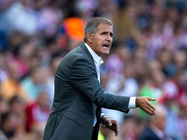 Head coach Francisco Herrera of UD Las Palmas gives instructions during the La Liga match between Club Atletico de Madrid and UD Las Palmas at Vicente Calderon Stadium on August 22, 2015