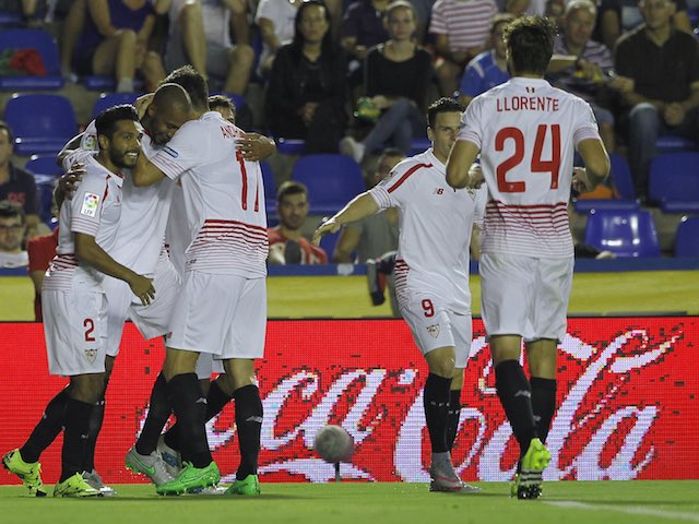 Steven N'Zonzi celebrates scoring for Sevilla against Levante on September 11, 2015