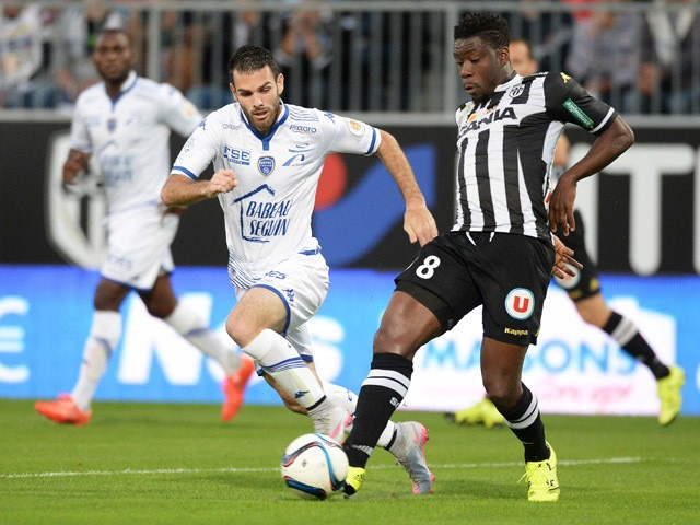 Angers' Ivorian defender Ismael Traore vies with Troyes' French midfielder Yoann Court during the French L1 football match between Angers and Troyes on September 19, 2015