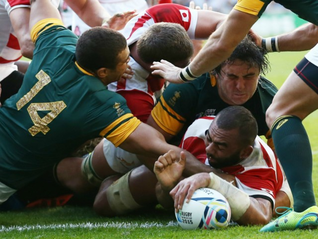 Japan's back row Michael Leitch (C) scores a try during a Pool B match of the 2015 Rugby World Cup between South Africa and Japan at the Brighton community stadium in Brighton, south east England on September 19, 2015