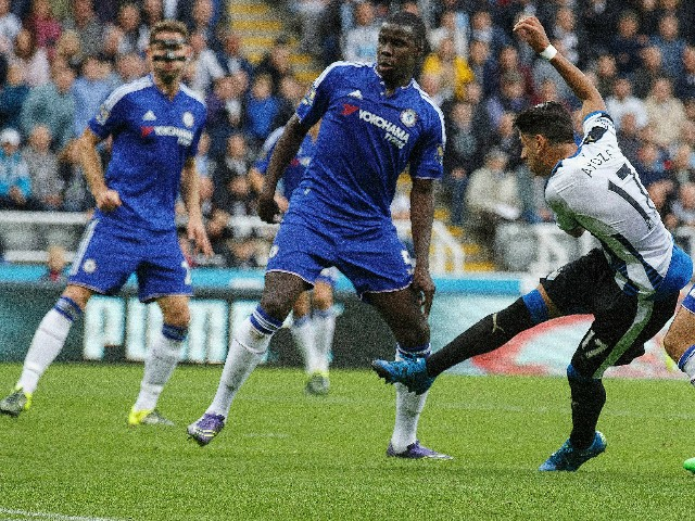 Ayoze Perez of Newcastle United scores the opening goal during the Barclays Premier League match between Newcastle United and Chelsea at St James' Park on September 26, 2015 in Newcastle upon Tyne, United Kingdom.
