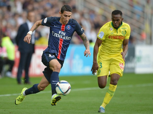 Paris Saint-Germain's Argentinian forward Angel Di Maria (L) vies with Nantes' French defender Wilfried Moimbe during the French L1 football match between Nantes (FCN) and Paris Saint-Germain (PSG) on September 26, 2015 at the Beaujoire stadium in Nantes,