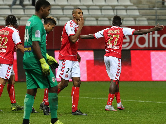 Reims' French forward David N'Gog (C) celebrates with teammates after scoring a goal during the French Ligue 1 football match between Reims and Lille on september 25, 2015