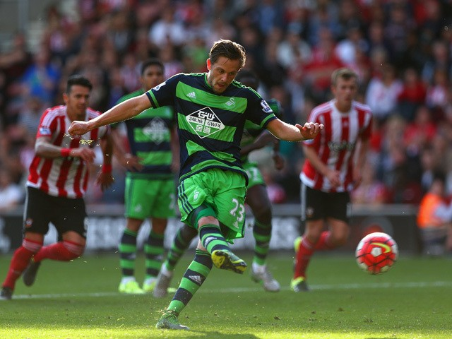 Gylfi Sigurdsson of Swansea City scores his team's first goal from the penalty spot during the Barclays Premier League match between Southampton and Swansea City at St Mary's Stadium on September 26, 2015