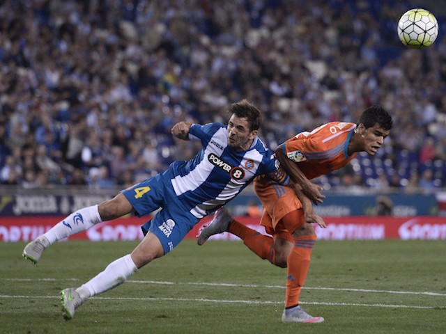 Espanyol's midfielder Victor Sanchez (L) vies with Valencia's Salvadorean midfielder Danilo during the Spanish league football match RCD Espanyol vs Valencia CF at the Power8 stadium in Cornella de Llobregat on September 22, 2015.