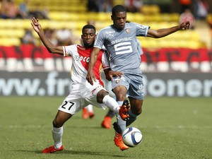 Monaco's French midfielder Thomas Lemar (L) vies with Rennes' French defender Ludovic Baal (R) during the French L1 football match Monaco (ASM) vs Rennes (SRFC) on October 4, 2015 at the Louis II Stadium in Monaco.