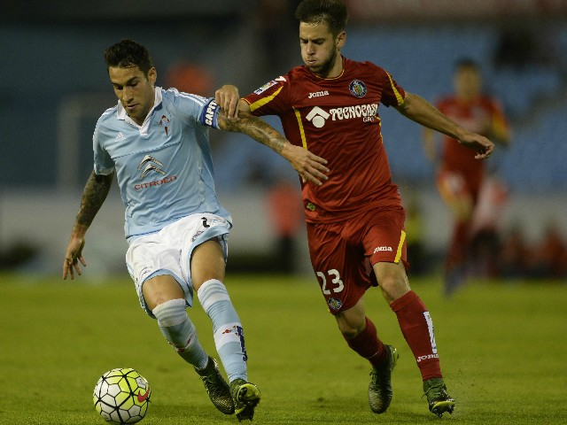 Celta Vigo's defender Hugo Mallo (L) vies with Getafe's midfielder Alvaro Medran during the Spanish league football match Celta Vigo vs Getafe CF at the Balaidos stadium in Vigo on October 2, 2015.