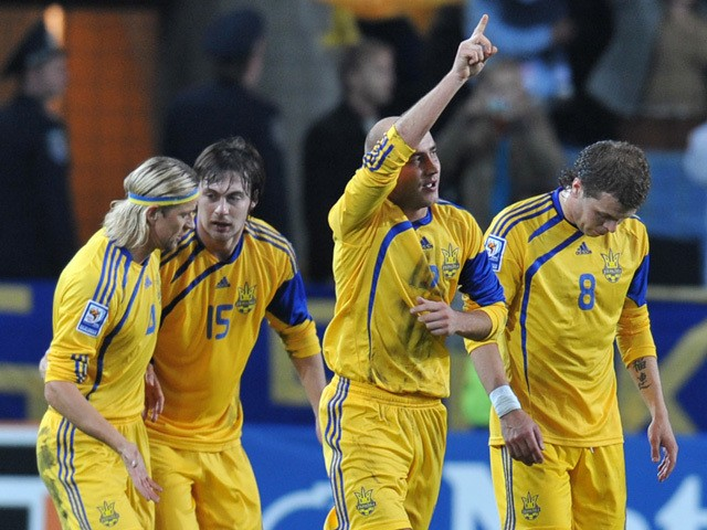 Sergei Nazarenko of Ukraine (2nd R) reacts after he scored against England during their World Cup 2010 qualifying football match in Dnipropetrovsk on October 10, 2009