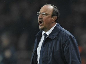 Real Madrid's Spanish coach Rafael Benitez shouts instructions to his players during the UEFA Champions League football match Paris Saint-Germain (PSG) vs Real Madrid, on October 21, 2015 at the Parc des Princes stadium in Paris.