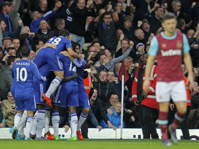 Chelsea's players (L) celebrate the goal of Chelsea's English defender Gary Cahill during the English Premier League football match between West Ham United and Chelsea at The Boleyn Ground in Upton Park, east London on October 24, 2015