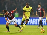 Bologna's midfielder Saphir Taider (L) vies Inter Milan's French midfielder Geoffrey Kondogbia during the Serie A football match Bologna vs InterMilan at Dall'Ara stadium in Bologna on October 27, 2015.