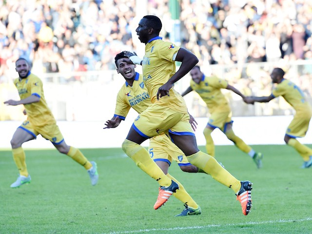 Mobido Diakite of Frosinone celebrates after scoring the goal 2-1 during the Serie A match between Frosinone Calcio and Genoa CFC at Stadio Matusa on November 8, 2015 in Frosinone, Italy.