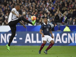 Germany's defender Jerome Boateng (L) controls the ball ahead of French forward Anthony Martial during a friendly international football match between France and Germany ahead of the Euro 2016, on November 13, 2015 at the Stade de France stadium in Saint-