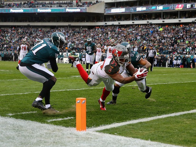 Charles Sims #34 of the Tampa Bay Buccaneers scores a touchdown against Byron Maxwell #31 and Mychal Kendricks #95 of the Philadelphia Eagles in the second quarter at Lincoln Financial Field on November 22, 2015