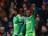 Jermain Defoe (R) of Sunderland celebrates after scoring the opening goal during the Barclays Premier League match between Crystal Palace and Sunderland at Selhurst Park on November 23, 2015