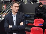 Rennes' football club French coach Philippe Montanier (L) attends the French L1 football match Rennes against Bordeaux on November 22, 2015
