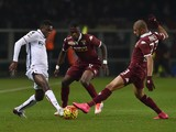 Bruno Peres (R) of Torino FC competes with Amadou Diawara (R) of Bologna FC during the Serie A match between Torino FC and Bologna FC at Stadio Olimpico di Torino on November 28, 2015 in Turin, Italy.