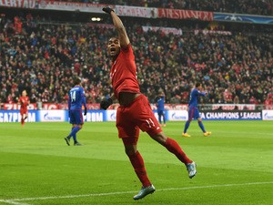 Bayern Munich's Brazilian midfielder Douglas Costa celebrates after his goal during the UEFA Champions League Group F football match between FCB Bayern Munich and Olympiakos Piraeus on November 24, 2015