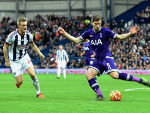 Jan Vertonghen of Tottenham Hotspur and Darren Fletcher of West Bromwich Albion compete for the ball during the Barclays Premier League match between West Bromwich Albion and Tottenham Hotspur at The Hawthorns on December 5, 2015