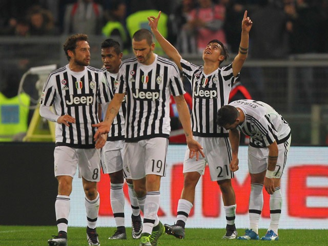 Paulo Dybala #21 with his teammates of Juventus FC celebrates after scoring the team's second goal during the Serie A match between SS Lazio and Juventus FC at Stadio Olimpico on December 4, 2015