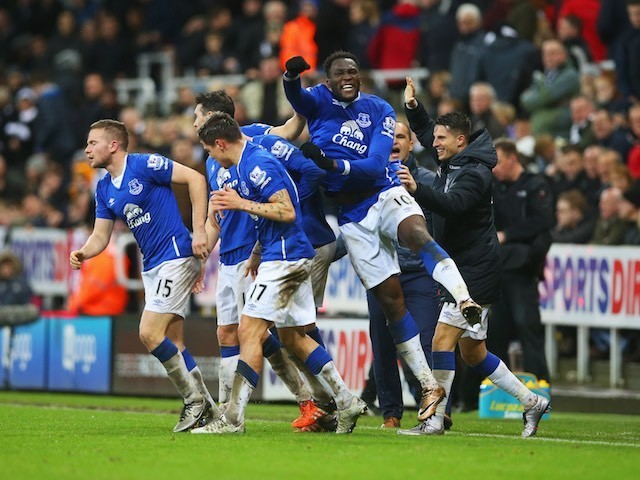 Tom Cleverley celebrates with teammates after scoring a late winner for Everton against Newcastle on December 26, 2015