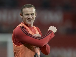 Wayne Rooney warms up prior to the game between Manchester United and Chelsea on December 28, 2015