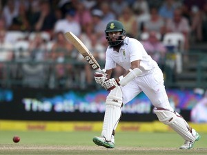Hashim Amla in action on day three of the second Test between South Africa and England on January 4, 2016