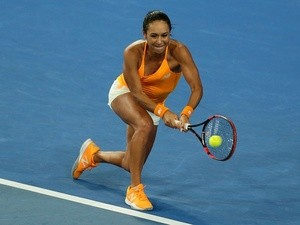 Heather Watson in action against Daria Gavrilova at the Hopman Cup at Perth Arena on January 6, 2016