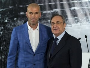 New Real Madrid manager Zinedine Zidane poses with president Florentino Perez on January 4, 2016